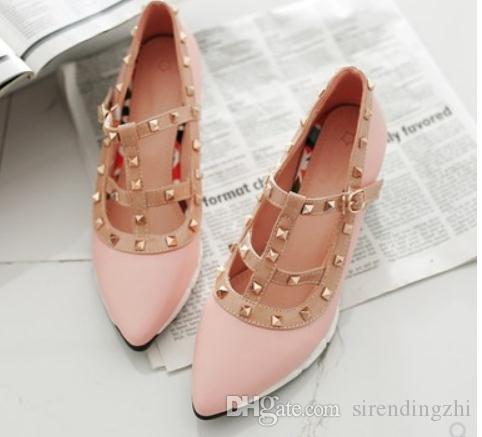 Envío gratis Otoño estilo nuevo remaches puntiagudos Pendientes talón zapatos de mujer
