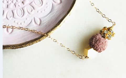 12pcs / lot collier de diffuseur d'huile essentielle en blush collier de perles mixtes de lave rock