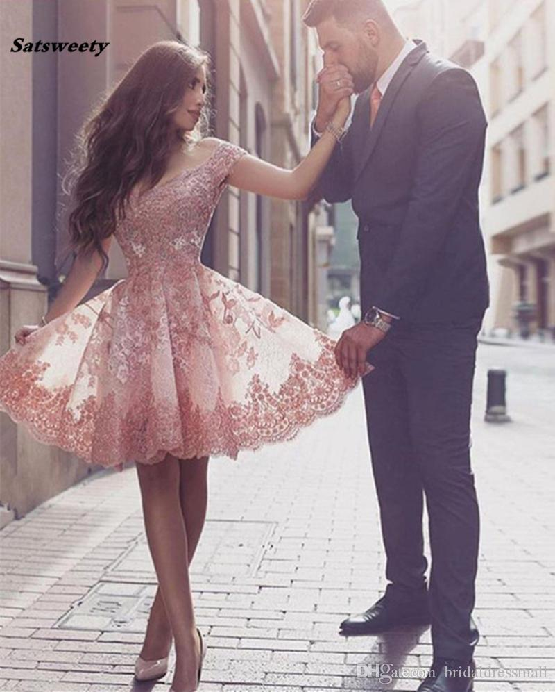 2021 Homecoming Dresses Custom Made A-line Off The Shoulder Knee Length Tulle Appliques Lace Elegant Cocktail Dresses