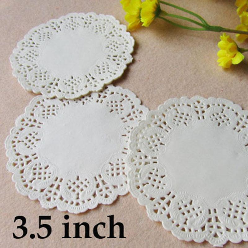 Cheap Mats & Pads 3.5 inch Round Lace Paper Doilies White Pink Gold Red Cake Paper Mat Party Wedding Christmas Table Decoration