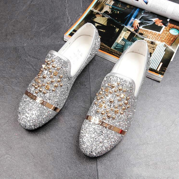 The New Listing Dandelion Spikes Flat Leather Shoes Rhinestone Fashion Mens Loafers Dress Shoes Men Slip On Casual Diamond Pointed Toe Shoes