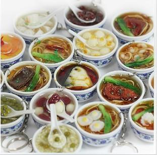 Simulação de pingente de comida grande tigela tigela de porcelana azul e branco assorted bolinhos de frutas pingente de chave