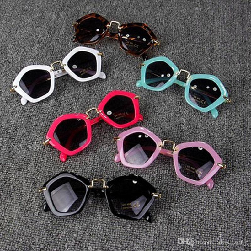2018 موضة النظارات الشمسية ظلال جوجل عصري بنين بنات مصمم النظارات الشمسية الأطفال UV400 النظارات الشمسية أزياء الأطفال إطار نظارات