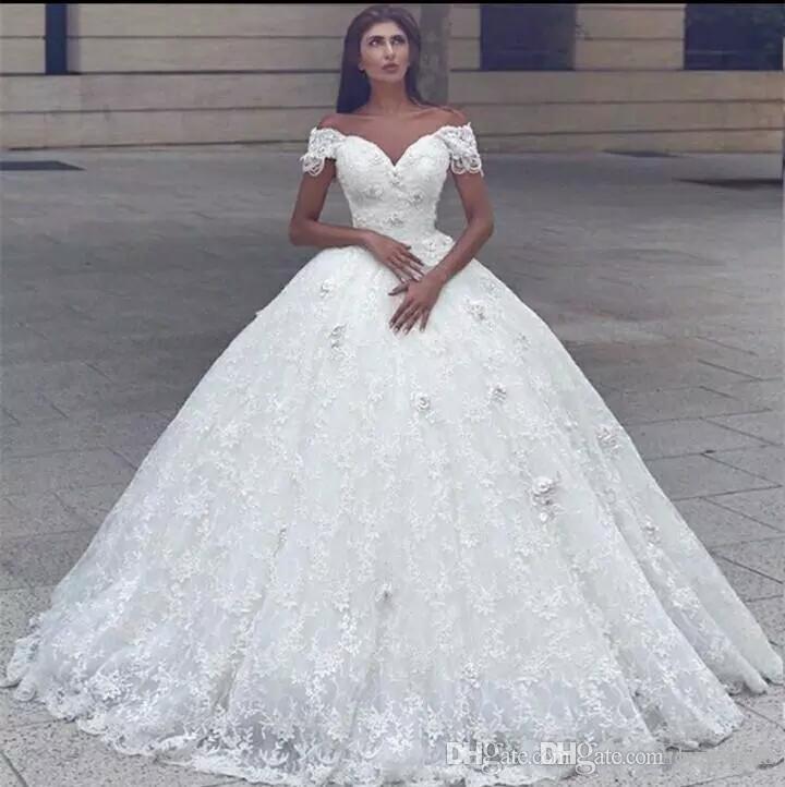 2018 Vestido de novia de novia árabe Vestidos de novia fuera del hombro Flores 3D Con cuentas Princesa de encaje Princesa Longitud del piso Puffy Vestido de novia de talla grande