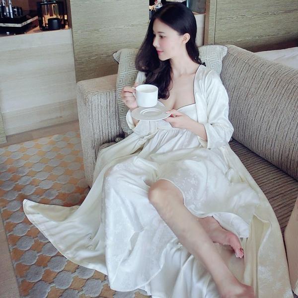Robe Ensemble de nuit femmes manches longues chemise de nuit Deux pièces Ensemble Reine Robe sexy Robe magnifique déesse Robe de haute qualité S1011