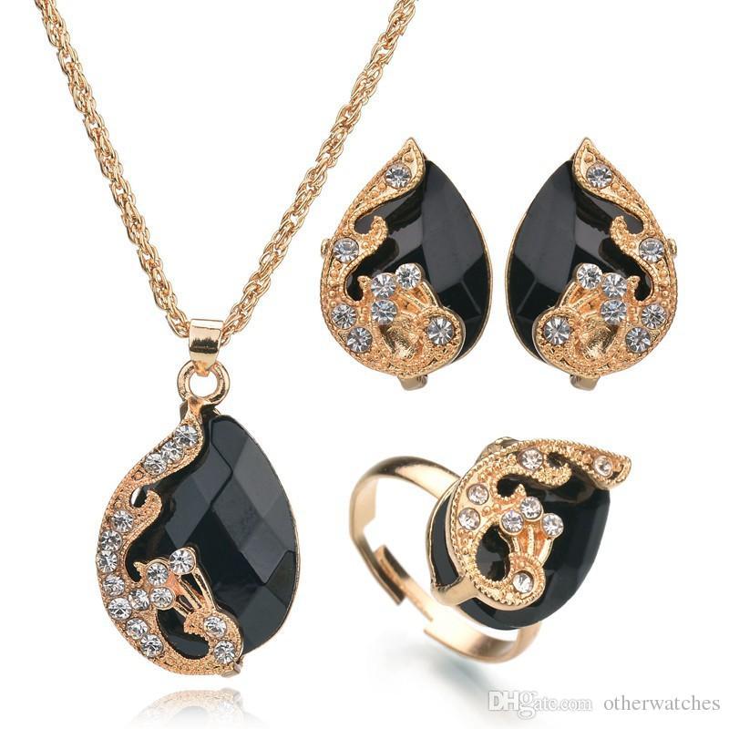 Изысканное хрустальное ожерелье Изысканное ожерелье из трех частей