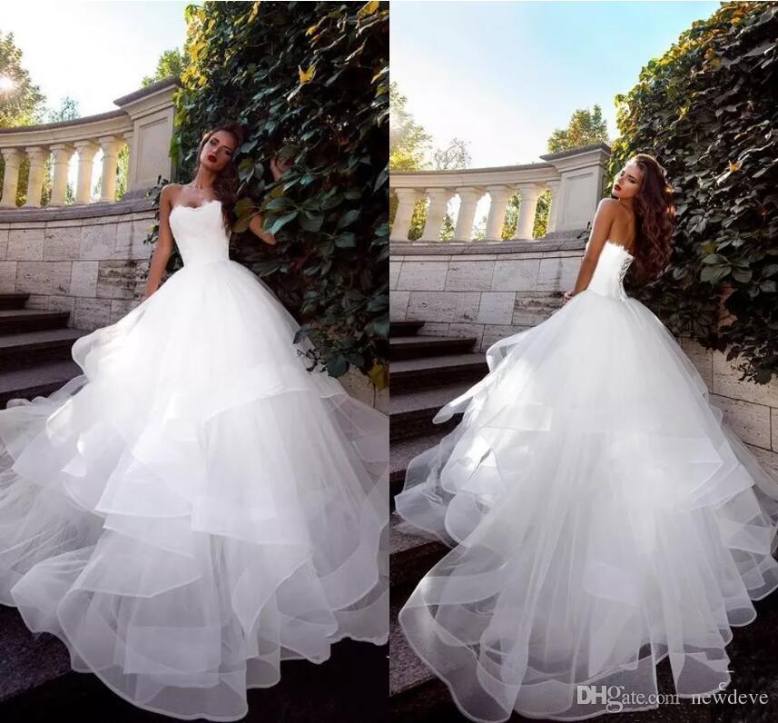2019 최신 Strapless 웨딩 드레스 Ruched Tulle Sweep Train 코르셋 레이스 업 뒤로 간단한 신부 드레스 맞춤 제작 공 가운 웨딩 드레스