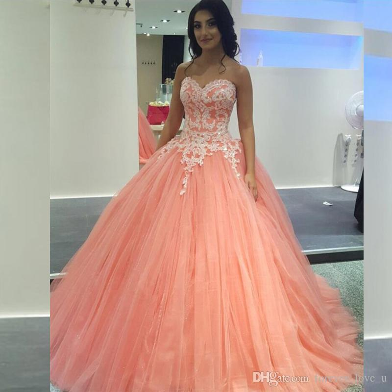 2019 Puffy Ball Gown Prom Dresses Coral Peach Tulle Sweetheart Sleeveless Lace Appliques Formal Dress Evening Gowns Sweep Train High Quality