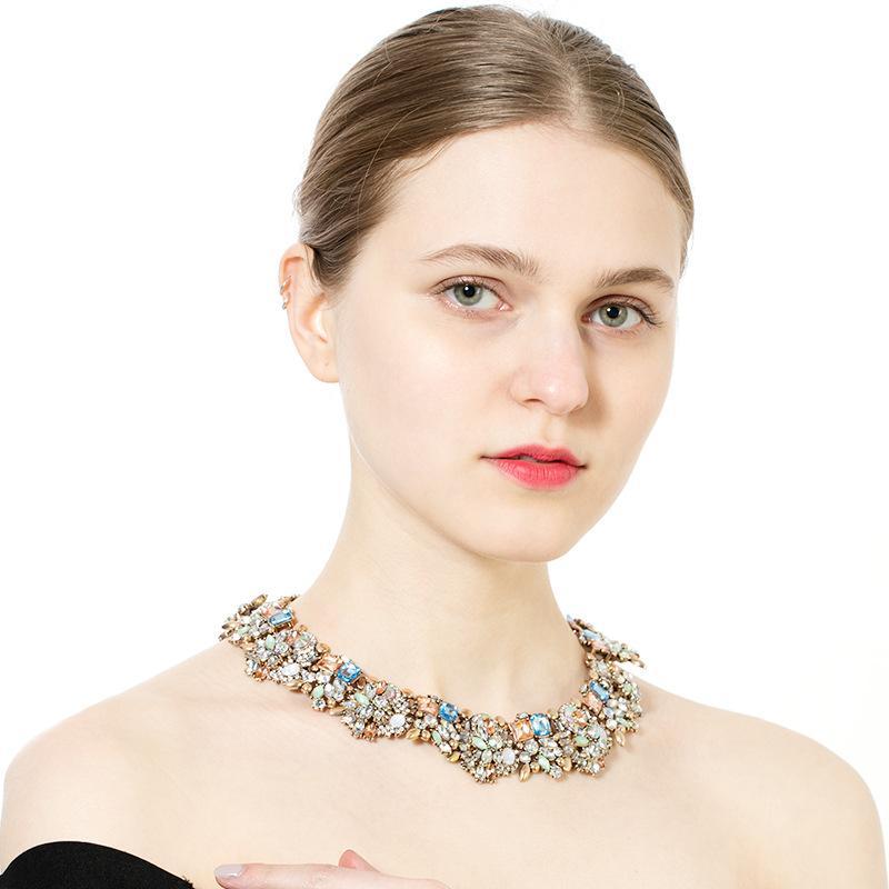 10 couleurs de la mode européenne et américaine créative haut de gamme joyau exquis cristal collier pendentif femmes clavicule