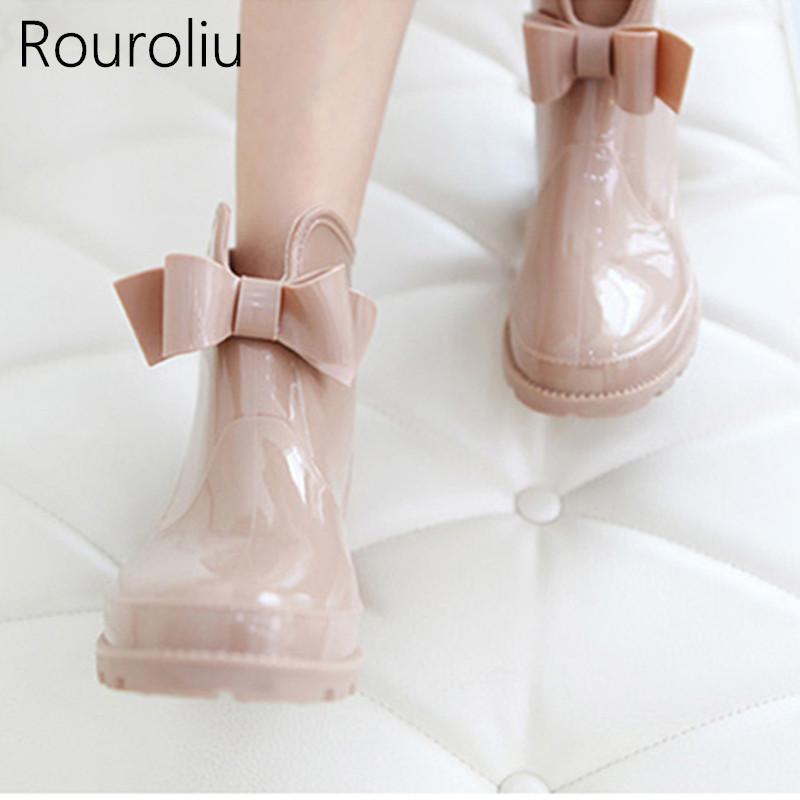 Rouroliu Bowtie Tornozelo Botas De Chuva Mulheres Planas Saltos Não-deslizamento Brilhante Rainboots Mulher PVC À Prova D 'Água Água Sapatos Wellies TS119