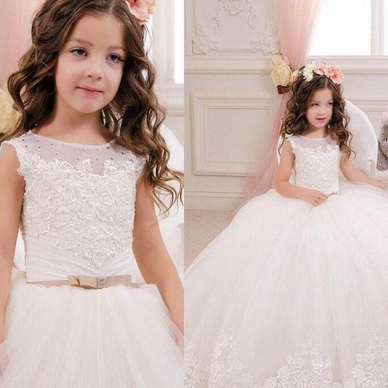 Nette Puffy Mädchen-Festzug-Kleider für Kleinkinder Lange Junior Brautjungfernkleider Jewel SpitzeAppliques Bloße lange Ärmel Blumenmädchen Kleid