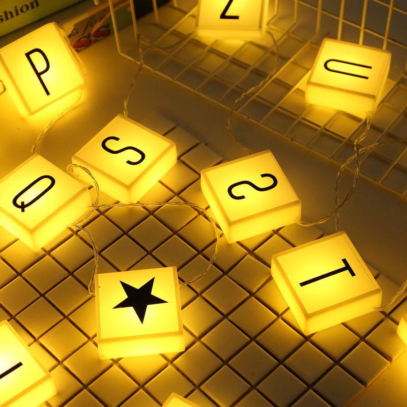 صافي أحمر إلكتروني مصباح مربع لون مصباح بسيط شمال أوروبا الإبداعية السرير الديكور مصباح الليل البندول الدعائم فتاة القلب رومانسية