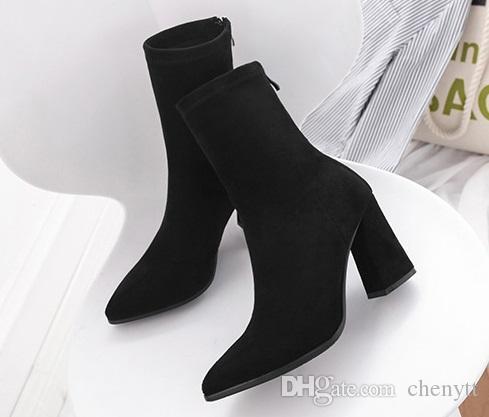 2018 الخريف والشتاء ، مارتن الأحذية حادة جديدة مدببة ، أزياء المرأة رقيقة ، سويدي من جلد الغزال ، مرنة ، أنبوب المتوسطة والأحذية الخشنة.