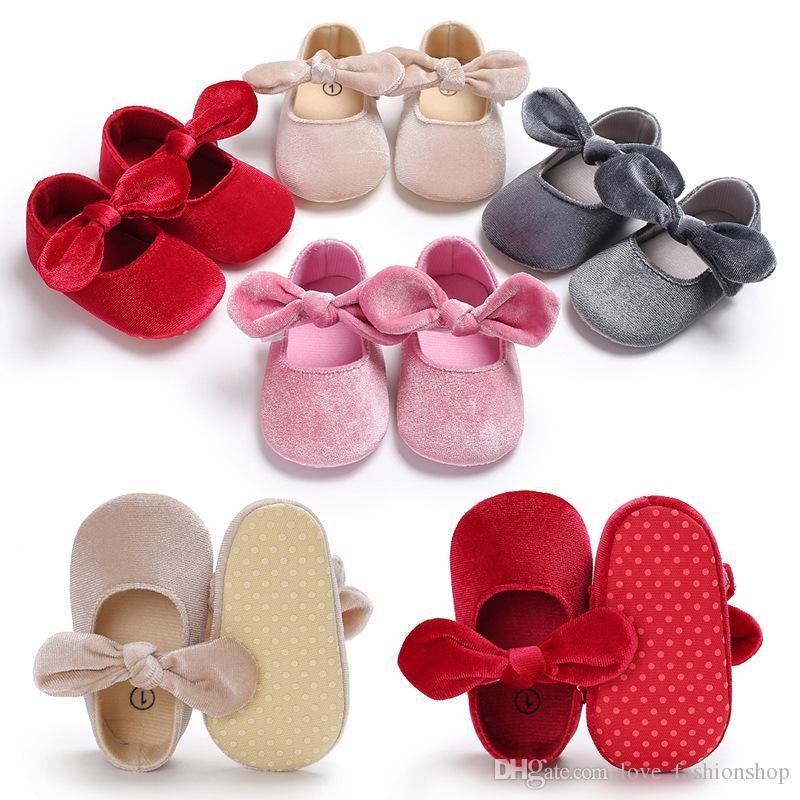 New Christmas Baby Kids Gold Velvet Designer Prinsessan Skor med Butterfly-Knot Spädbarn Små Sneakers Skodon Prewalker First Walker