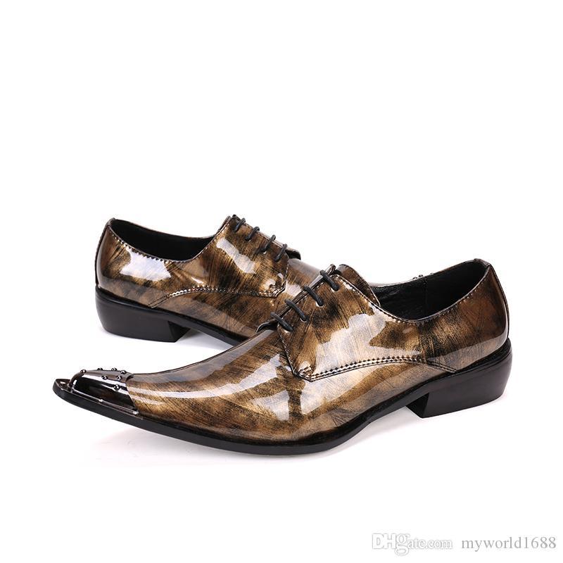 Новые итальянские кожаные Патентный Мужская обувь заклепками Остроконечные Toe Мужчины Оксфорд обувь Свадьба Бизнес Броги Lace Up
