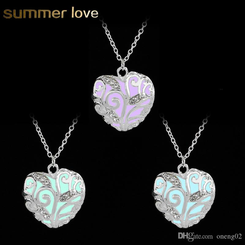 New Luminous Pendant Necklaces for Women Glow In The Dark Hollow Peach Heart Neck Crystal Necklace Silver Chain Christmas Gift Jewelry Colar