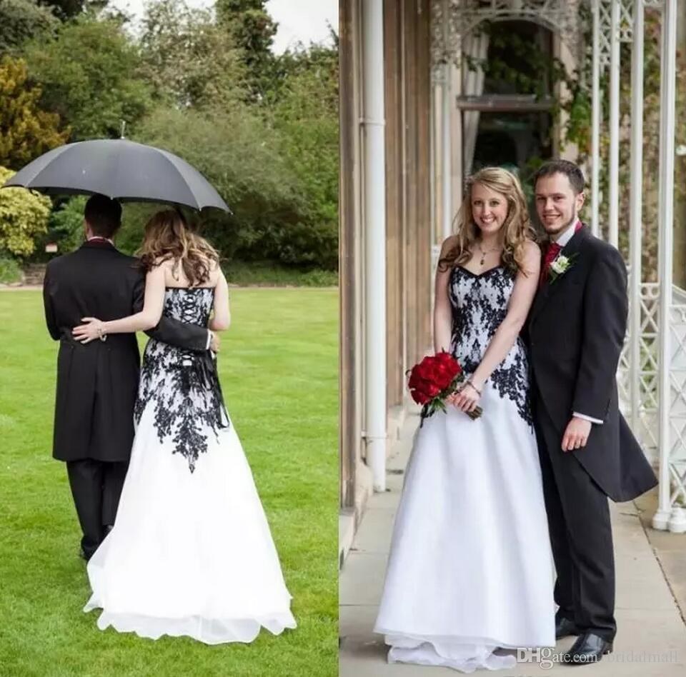 العرس القوطي اللباس الأنيق A خط العباءات العرائس الأسود والعرائس الحدائق البيضاء اللباس الدانتيل فوق ظهر Vestidos دي نوفيا