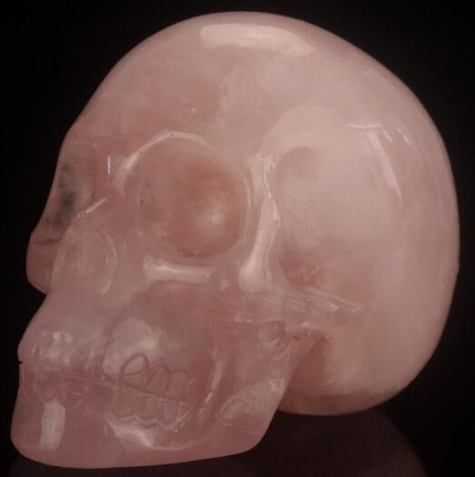 Artigianato in pietre semi preziose con teschi in cristallo naturale a forma di teschio