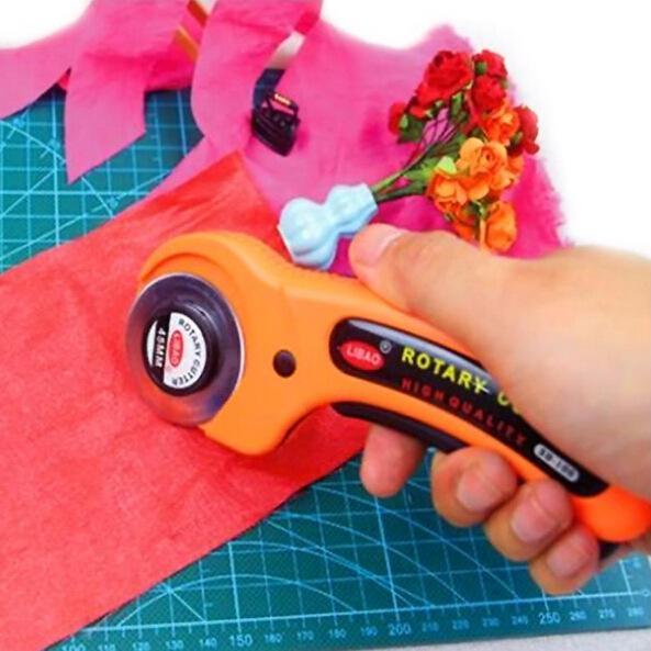 Nuovo 45 millimetri Rotary Cutter panno del tessuto di taglio Quilters cucire Quilting Fabric Strumenti del mestiere di taglio di trasporto
