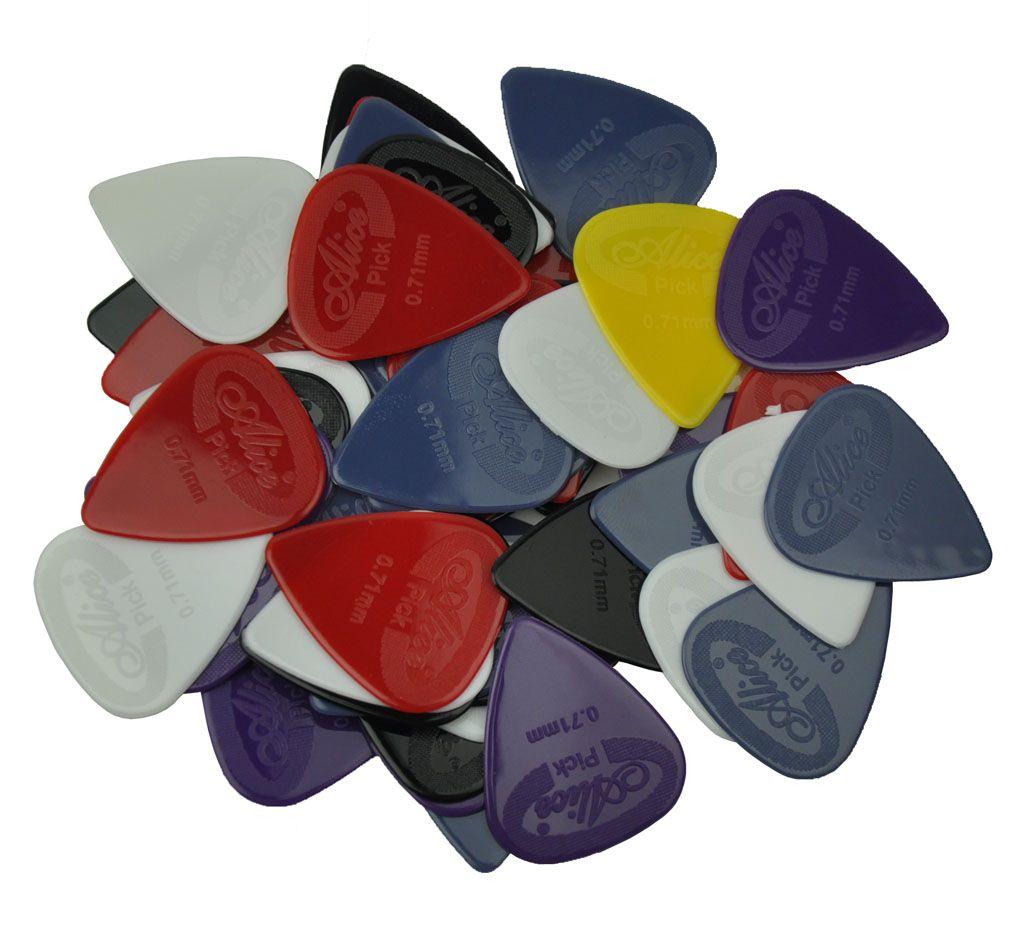 100 adet Orta 0.71mm Anti-Skid Naylon Gitar Akustik Gitar Q Için Pena Seçtikleri