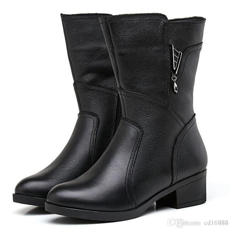 Venta caliente 2018 nuevos zapatos de cuero del zurriago del otoño del otoño botas Martin botas de terciopelo grueso botas de nieve Botas de mujer de gran tamaño 41-42