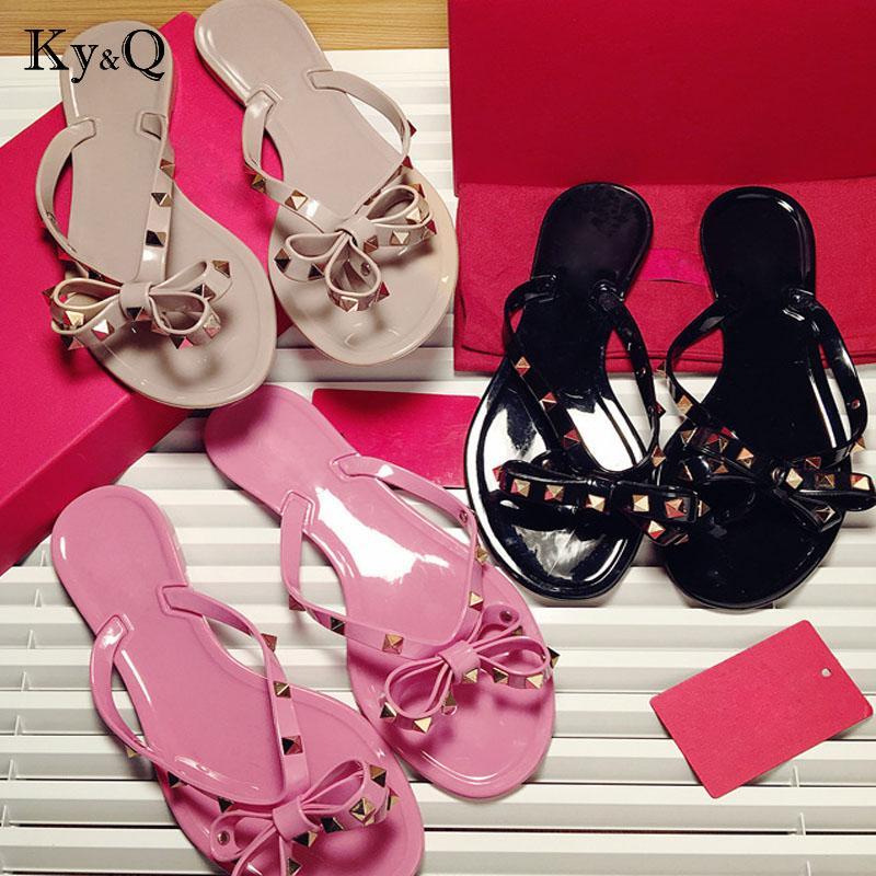 Markalar Kadın Perçinler Yay düğüm Düz Terlik sandalet Kız Flip Flop çivili Yaz Ayakkabı Serin Plaj Slaytlar Jöle Ayakkabı 35-41