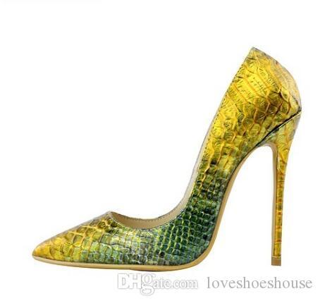 Python de cuero de serpiente de oro de las mujeres atractivas delgadas de tacón alto de alta calidad del dedo del pie puntiagudo Party Prom bombas más tamaño mujer