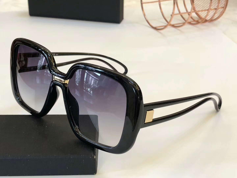 Mujeres 7106 / S Gafas de sol cuadradas de plástico negro Lente de degradado gris Gafas de sol des lunettes de sol. Gafas de sol de diseñador Nuevo con estuche