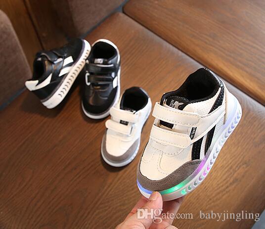 AI Liang Güzel Prenses Erkek Kız Çizmeler Karikatür Çocuk Ayakkabı Rahat Moda LED Işık Bebek Çocuk Sneakers