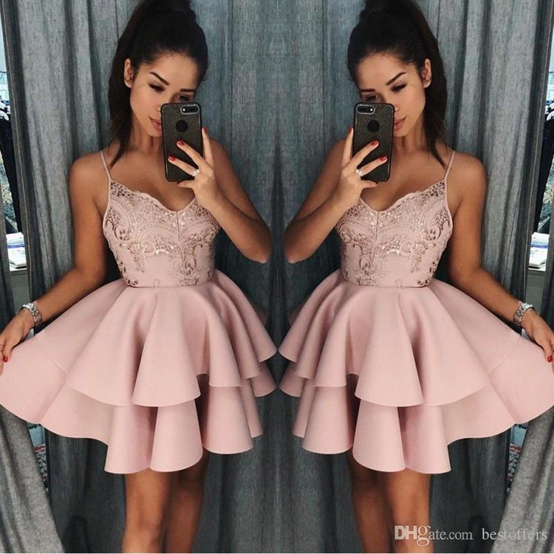 Più nuovo Dusty Rose Breve Homecoming Dresses 2018 Autunno Spaghetti Cinghie A Linea Strati Abito da cocktail Abito da cocktail Lace Sequins Mini Abiti da ballo BA9891