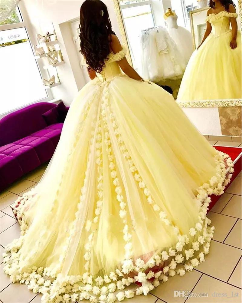화려한 달콤한 16 드레스 Quinceanera 드레스 꽃과 어깨 목 노란색 얇은 명주 그물 2020 볼 가운 댄스 파티 드레스 오프 꽃