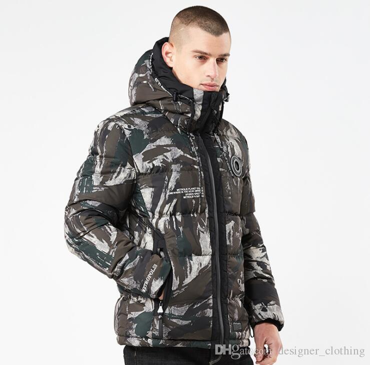 Tasarımcı kış ceket yeni Avrupa ve Amerikan kişilik erkek kapüşonlu kamuflaj pamuk uzun erkek pamuklu ceket sıcak ceket