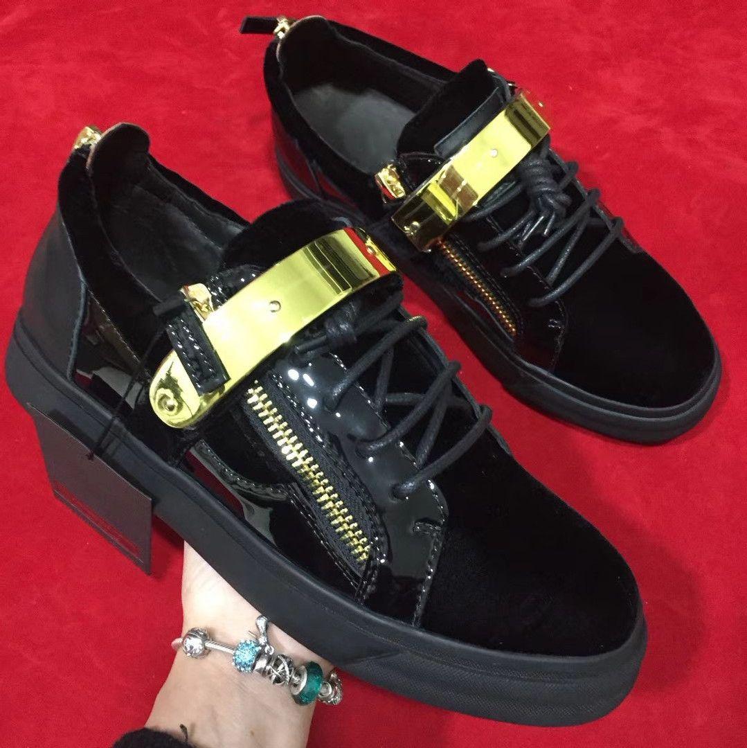 2018 nuevo diseñador de moda nuevo modelo bajo top hombres mujeres unisex par gamuza zapatos de color negro con cadena de oro cinturón con cordones zapatos