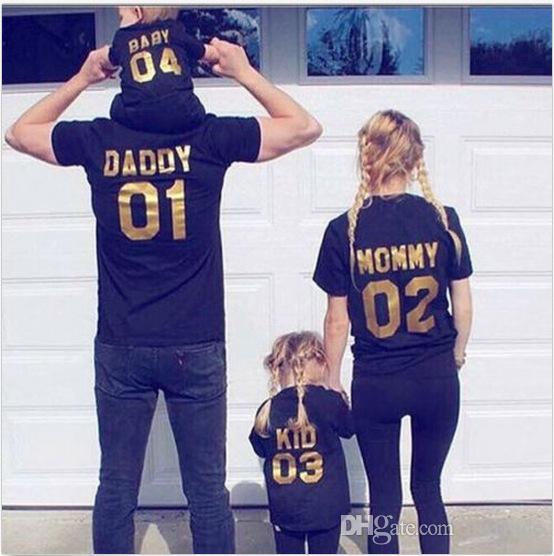 재미 있은 가족 매칭 복장 검은 황금 아빠 엄마 키즈 아기 정렬 번호면 반팔 티셔츠 재미있는 따뜻한 가족 의류