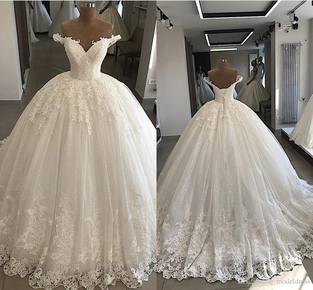 Vestidos de novia vestido de bola caigan de los hombros con cordones romántica boda de marfil Volver apliques de encaje de las lentejuelas brillantes de lujo hecho a mano Vestidos