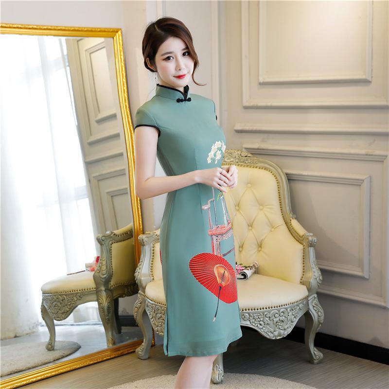 Dünnes dünnes silk cheongsam Großhandelskurzschlußhülse grünes cheongsam doppeltes silk Falte des Frühlinges und des Sommers 2018 Kurzes ein Wort