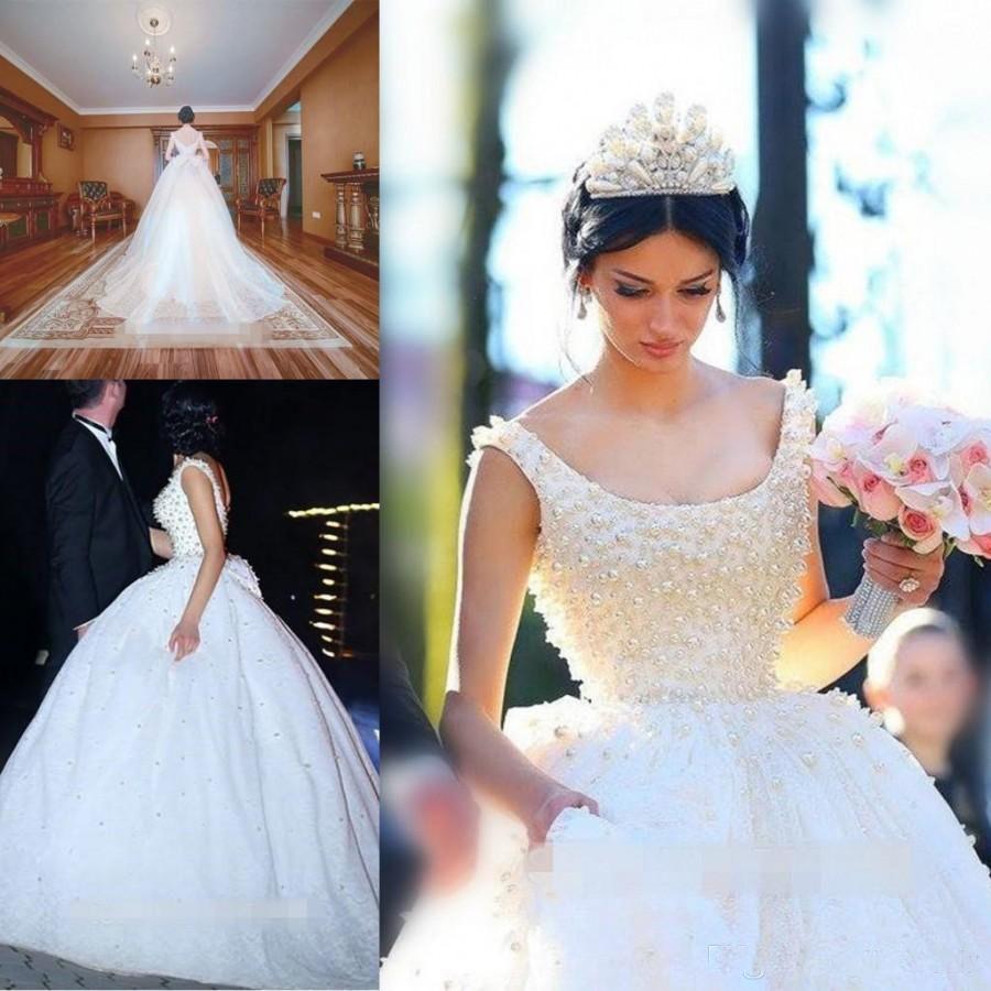 Romantische weiße Perlen Ballkleid Brautkleider mit Gericht Zug Bogen Backless Tüll Fluffy Vestido De Noiva 2017 Brautkleid