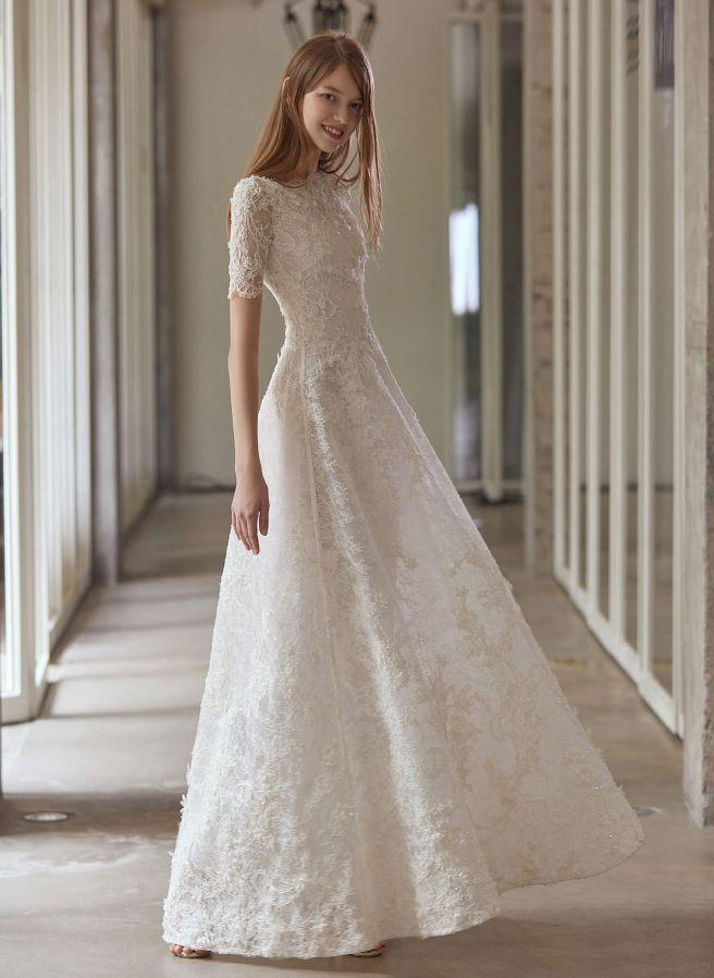 Discount Quality Customized Summer Lace Wedding Dresses See Through Bateau A Line Bridal Long Sleeve Wedding Ball Gown Dress Floor Length Dress W03