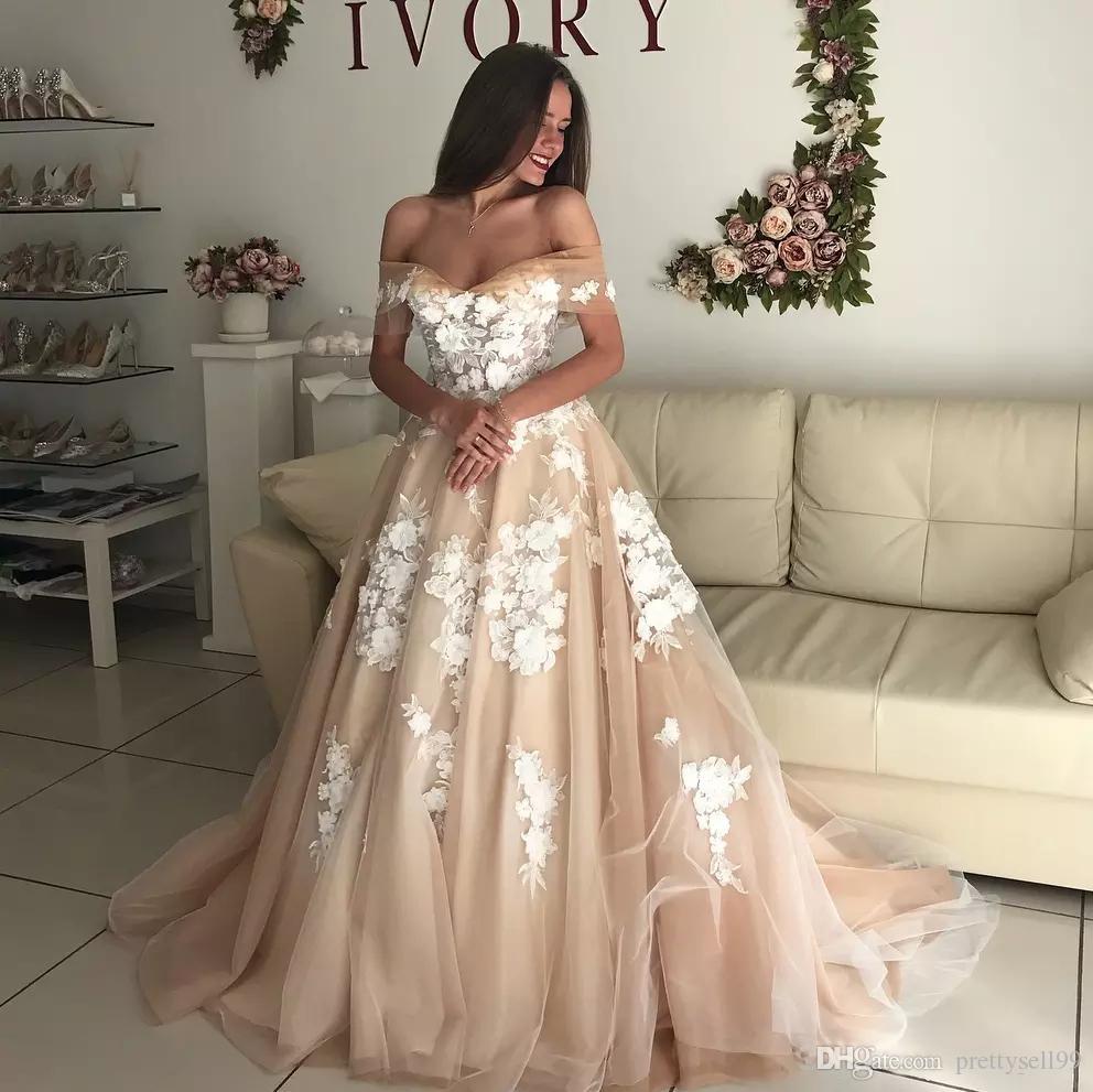Personalizzato A spalle Pizzo Abiti da sposa 2019 con Appliques 3D sweep treno Boheiman Lace-up Una linea abiti di cerimonia nuziale