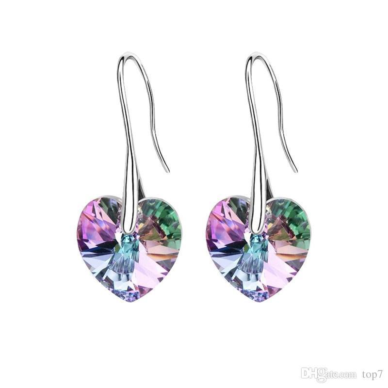 Orecchini pendenti con pendente a cuore in cristallo realizzati con SWAROVSKI ELEMENTS per il regalo delle donne della Festa della Mamma 2018