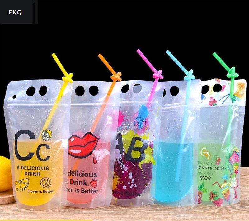 수용량 400-500ml 음료 주스를위한 새로운 디자인 플라스틱 음료 포장 포치 주머니 우유를위한 손잡이와 구멍을 가진 커피