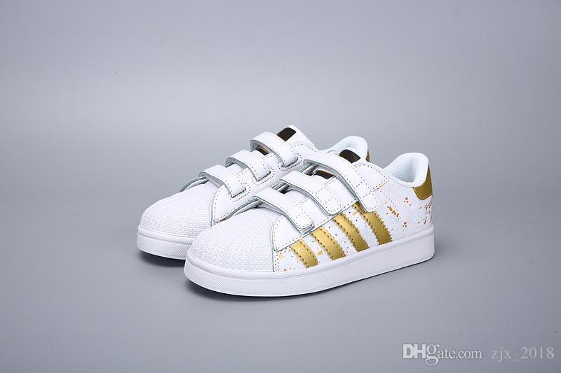 Großhandel Adidas Superstar Kinder Kinder Supersta Junge Mädchen Baby Schuhe Haken Schleife Rosa Schwarz Multi Weiße Samba Gazelle Und Stan Smith
