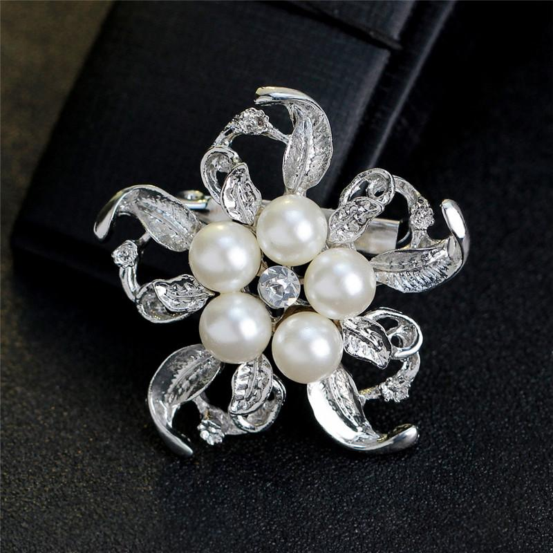 2019 New Bride Engagement Fashion Imitation Pearl Brooches Rhinestone Flower Alloy Women Brooches For Wedding Banquet