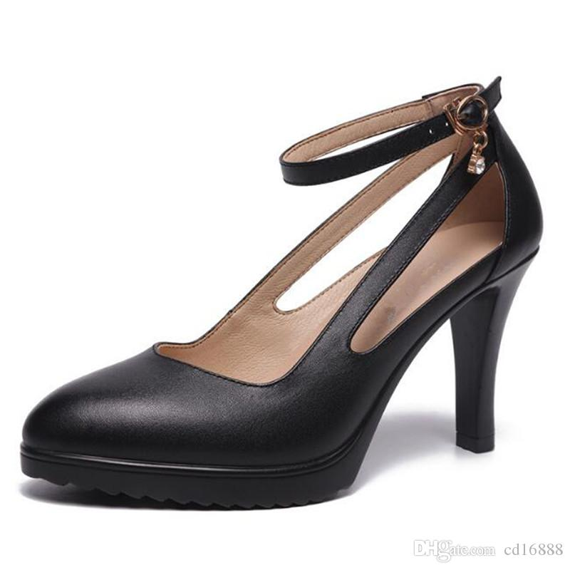 Venta caliente 2018 más nuevo primavera otoño señaló rojo zapatos de la boda mujer zapatos de tacón alto huecos pasarela zapatos mujeres bombas negro blanco rojo