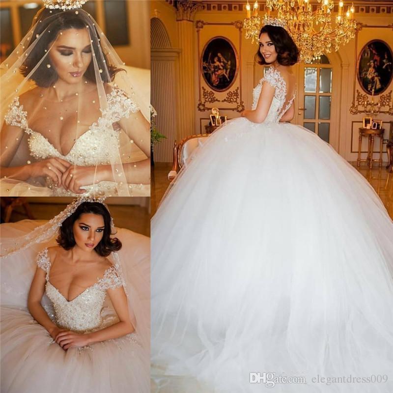 Luxo 2018 Fora Do Ombro vestido de Baile Vestidos de Casamento Rendas Pérolas Frisados Cristais Tiered Tulle Tribunal Train Wedding Vestido De Noiva Vestidos De Noiva