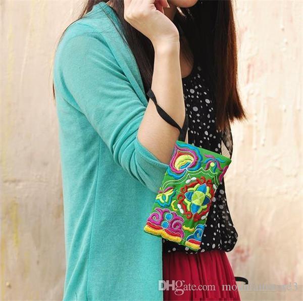 Hot National Style Women Clutch Bag Contrast Color Embroidery Handbag Wrist Strap Elegant Small Mini Mobile Phone Bag Wallet Unique Design