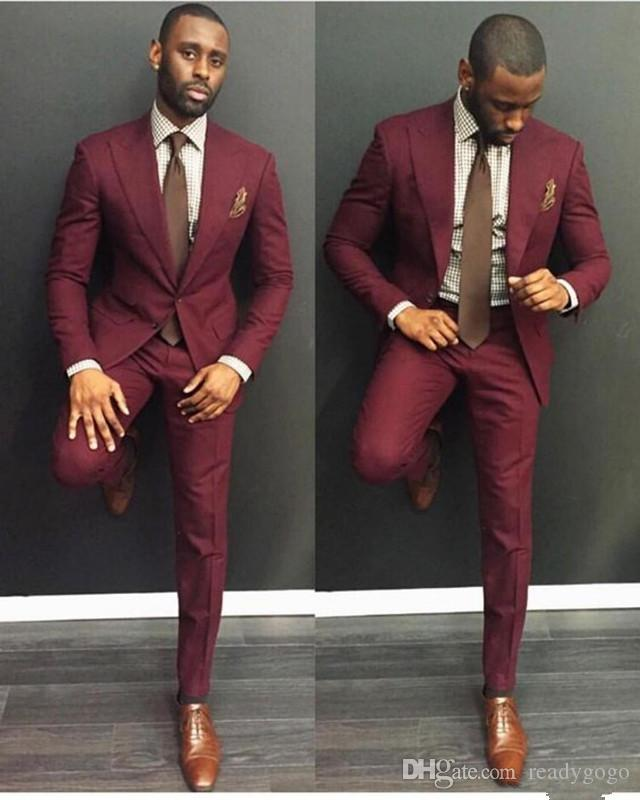 Classy Burgundy Wedding Mens 정장 슬림 맞는 신랑 턱시도 남성을위한 턱시도 두 조각 Groomsmen 정장 넥타이가있는 저렴한 공식적인 비즈니스 자켓