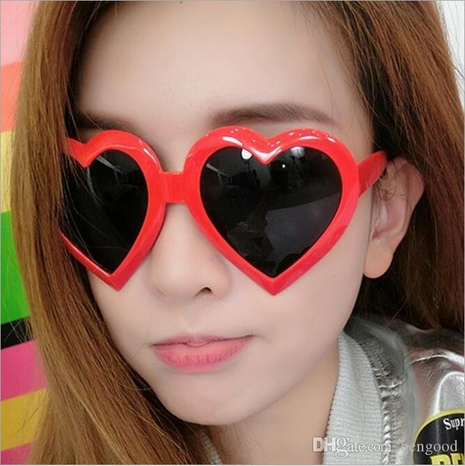 Lovely Heart Shape Sunglasses for Women Popular Love Design Frame Fashion Model UV Protection Lens Summer Top Quality Sun Glasses