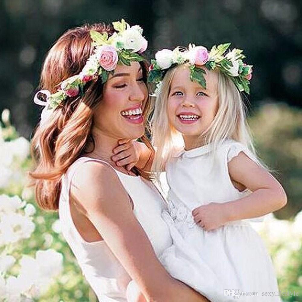 1 / 2PC Mode Nette Mama Kinder Kranz Blumen Stirnband Floral Crown Haarbänder Reisen Hochzeit Mädchen Headwear Floral Haarbänder