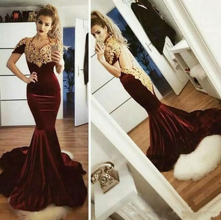 2021 mit kurzen Ärmeln Mermaid Velvet Abendkleider Spitze-Gold Appliqued reizvolle geöffnete zurück kurze Ärmel Mermaid formale Abend-Kleider Schlank Vestidos